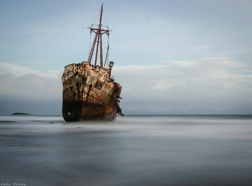 """@autumn2013 Hallo liebe Steffi. Heute nachmittag hatte ich endlich mal Zeit meine neuen ND-Filter auszuprobieren. Dieses bild ist eine 3 minuten Langzeitbelichtung. Ich finde sie ist echt gut geworden für's erste mal:-). Ich hoffe, dass Bild gefällt dir:-). Es ist """"freetoedit"""" Liebe Grüsse aus Griechenland:-)  #freetoedit #longexposure #beach #ship #nature #photography"""